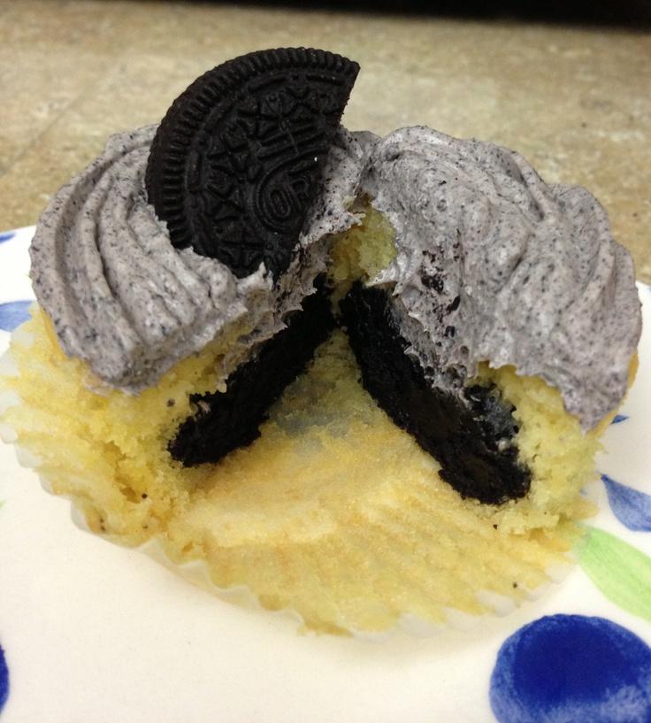 Oreo truffle stuffed cupcakes: Truffles Stuffed, Cupcake Rosa-Choqu ...