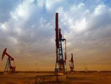 Futuros del petróleo operan mixtos; mercado centra atención en Rusia - El Financiero