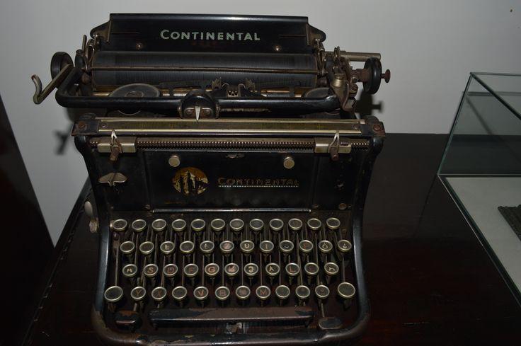 Ózdi gyári igazgatói iroda bútorai és használati tárgyai a két világháború közötti időszakból...