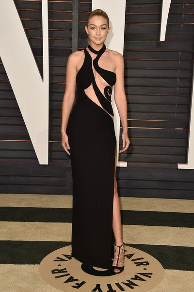 OSCARS Gigi Hadid in Atelier Versace