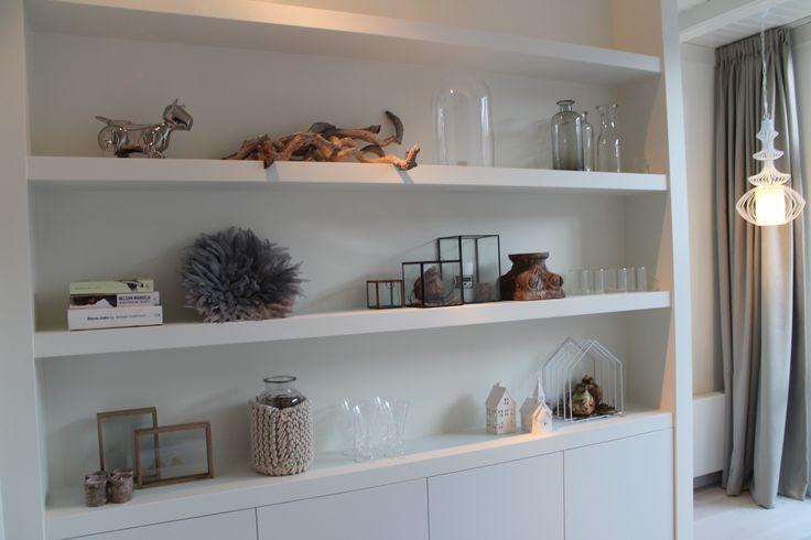 Eigen huis en tuin praxis een witte kast met natuurrijke woondecoratie eigen huis en tuin - Decoratie zolder ...