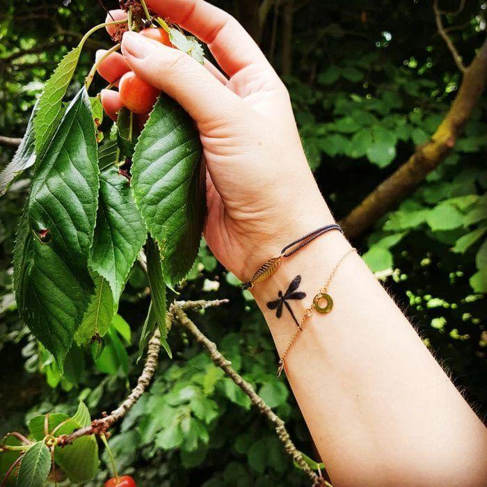 15 Hermosos tatuajes de libélulas y su poderoso significado – Diseño de tatuaje de libélula
