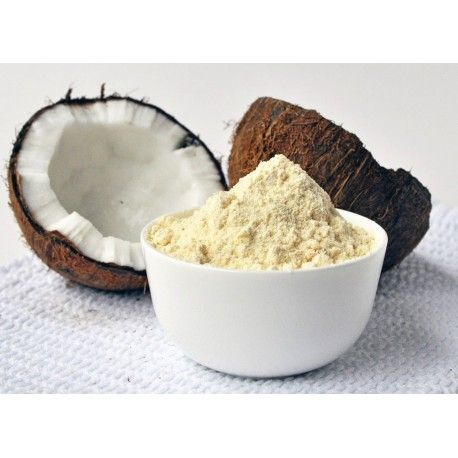 KOKOSOVÁ MÚKA sa vyrába z kokosovej dužiny bez chemických prísad, ktorú po vysušení a vylisovaní najemno zomelú. Hoci vo veľa receptoch môže v plnej miere nahradiť pšeničnú múku,v mnohých prípadoch je vhodné ju kombinovať s inými múkami. Okrem pečenia sa dá využiť na zahustenie polievok a omáčok a pridaním do vody vznikne nápoj bohatý na bielkoviny a vlákninu. Je hypoalergická. Vďaka vysokému obsahu bielkovín je vyslovene vhodná pre vegetariánov a vegánov.
