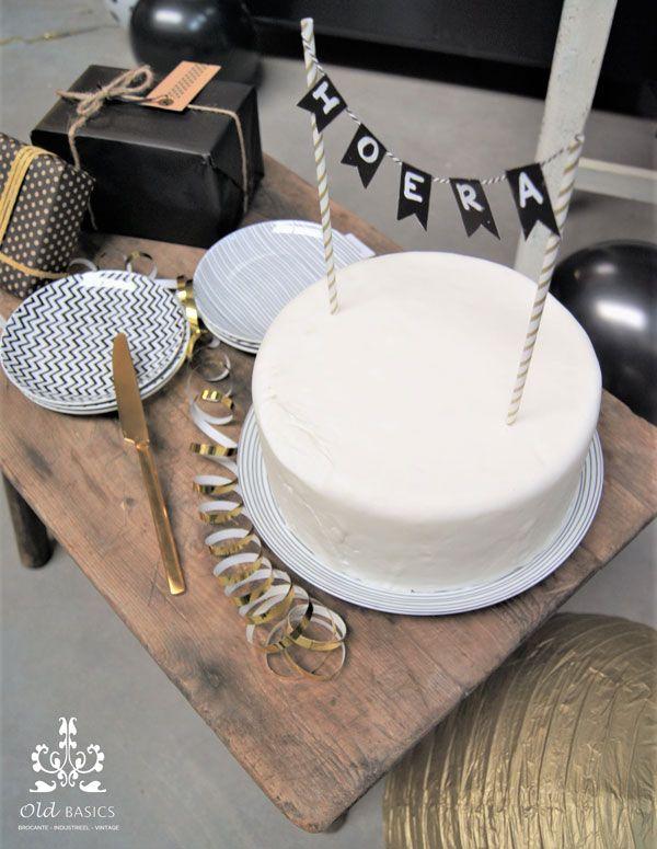 Old BASICS 10 jaar! | webshop voor Brocante  - Industrieel - Vintage | www.old-basics.nl | ijzeren apothekerskast op maat, brocante tafel, oude kruk, feest, party in zwart wit goud, balon, taart
