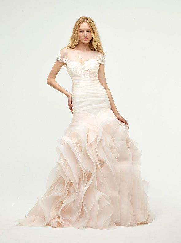 アクア・グラツィエがセレクトした、JENNY LEE(ジェニー リー)のウェディングドレス、JLE1414をご紹介いたします。