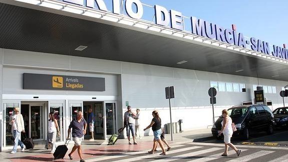 El aeropuerto de San Javier gana un 78,7% de pasajeros en marzo con respecto a 2015