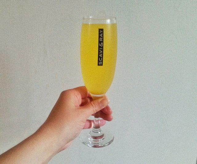 Zelf limonadesiroop maken is echt heel makkelijk. Deze is lekker fris met mandarijn en sinaasappel.