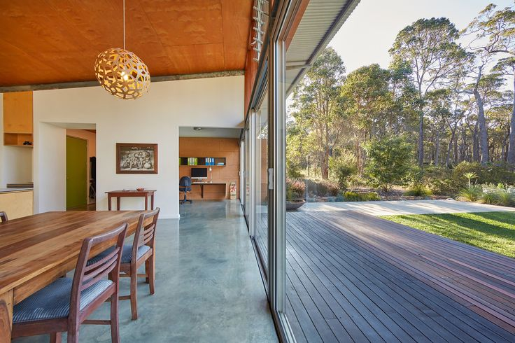 The house employs a concrete floor slab for thermal mass, which has been simply machine trowelled smooth to provide a hardwearing and cost effective solution.