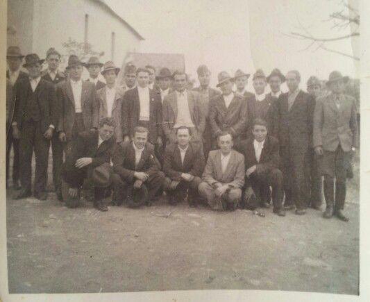 Kácsi legények, és emberek  mise után a templompáston 1940. körül.