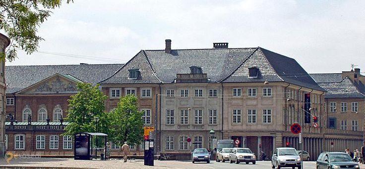 Датский национальный музей – #Дания #Столичная_область #Копенгаген (#DK_84) Крупнейший музей истории культуры Дании. http://ru.esosedi.org/DK/84/1000226277/datskiy_natsionalnyiy_muzey/