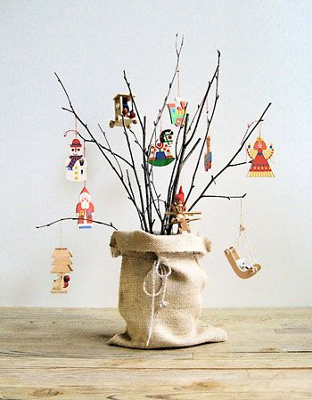 em madeira: Christmas Time, Burlap Sacks, Wooden Christmas Ornaments, Cute Ideas, Vintage Wooden, Burlap Bags, Christmas Decor, Christmas Vintage, Wooden Ornaments