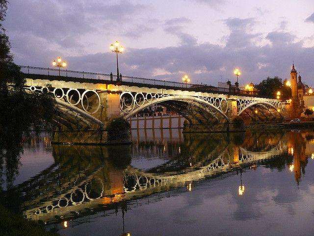 Puente de Triana (Sevilla) http://maleta-en-mano.blogspot.com.es/2015/01/sevilla-de-la-a-la-z.html