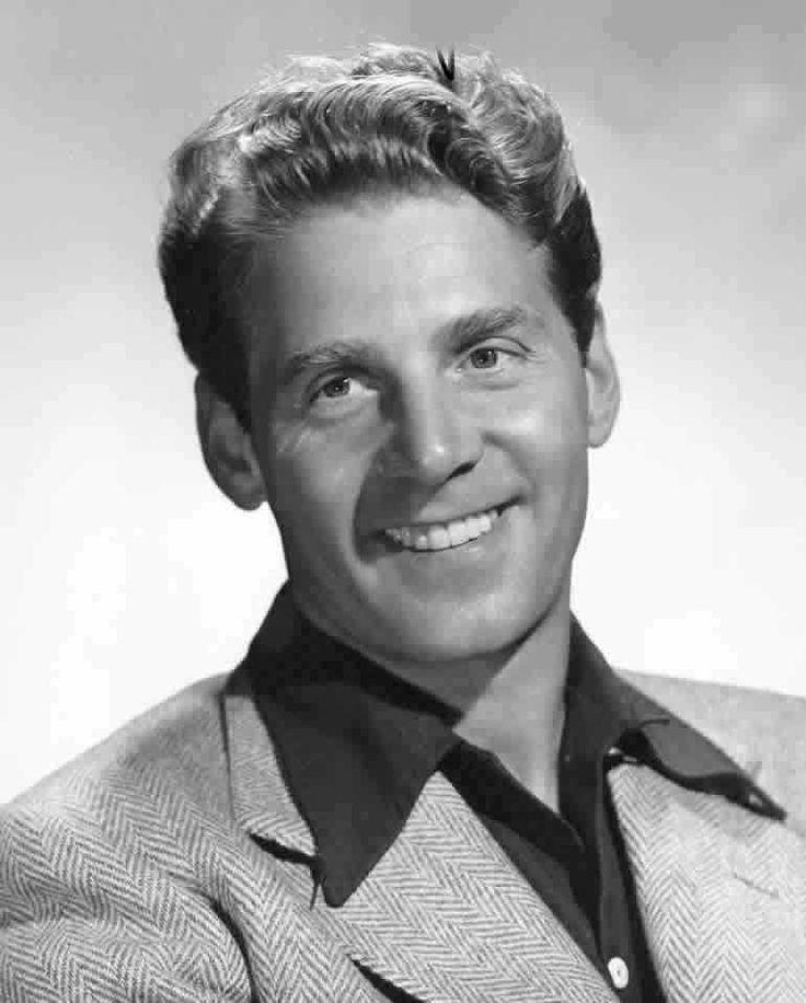 Jean-Pierre Aumont, de son vrai nom Jean-Pierre Philippe Salomons (5 janvier 1911, Paris, France - 30 janvier 2001, Gassin, France), est un acteur français.