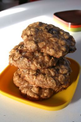 The best tasty recipes for quick and easy fat-free  cookies, including Oatmeal-Raisin, Oatmeal-Brownie, Orange-Cranberry, Pumpkin-Raisin, and Oatmeal-Ginger.