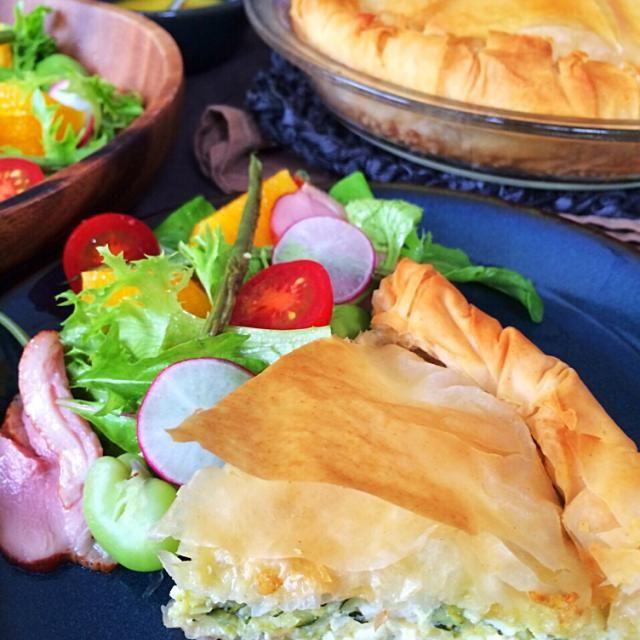 今日はギリシャ風ズッキーニとチーズのパイ&鴨とオレンジのサラダ。 お食事パイはリコッタとフェタチーズなのでくどくなくあっさりしてて結構パクパクいっちゃいます生地もフィロを使っているのでパリパリ最高(͏ ˉ ꈊ ˉ)✧˖° - 164件のもぐもぐ - ズッキーニとチーズのパイ by kazumix0219