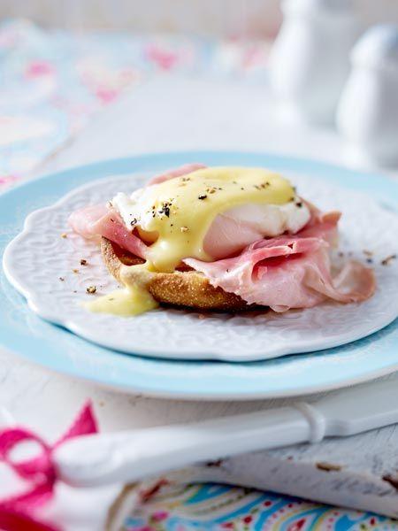 Pochiertes Ei mit selbst gemachter Hollandaise: Egg Benedict