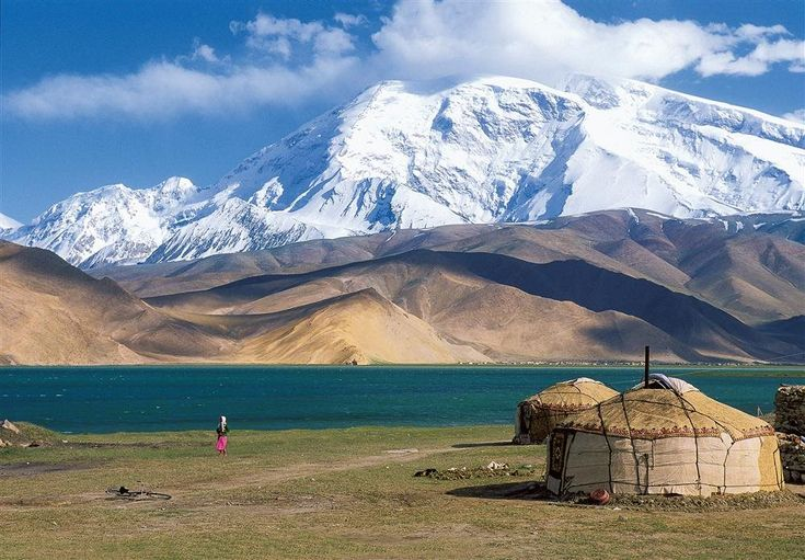 lake Karakul. Last stage of the Silk Road in China, is located 160 km from Kashgar through the Karakorum Highway. PHILIPPE MICHEL / AGE FOTOSTOCK