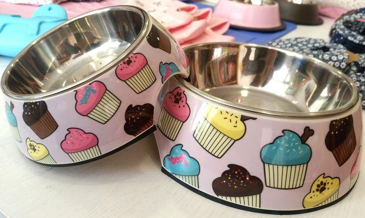 #Comedero #cupcake de FuYard disponibe en 2 tamaños diferentes. Disponible ya aqui: http://www.dogsaffaire.com/comederos/comedero-cupcakes-883.html?search_query=cupcake&results=3