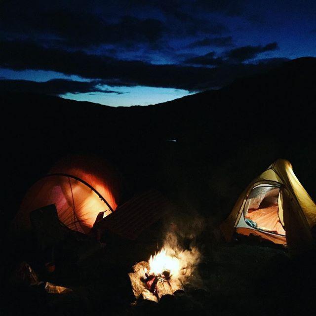 Natt i naturen • • • • #nofilter #mittfriluftsliv #trolltungahike #topptur #liveterbestute #nature #norway #myplace #nattinaturen #hilleberg #naturehikeoutdoors #fire #norrøna #bergans #kvikklunch #visitnorway #jenterpåtur #fishing #utno #Odda #Trolltunga #mittfriluftsliv #mittnorge #camping #realturmat #gnagsår #sliten #ørret #koserosspåtur