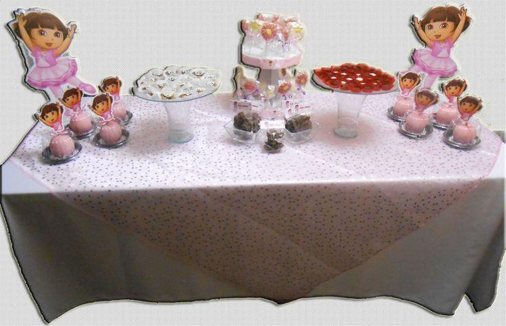 Mesa de Chocolates (manzanas con chocolate, paletas de chocolate, pretzels cubiertos de chocolate y chocolates finos rellenos).