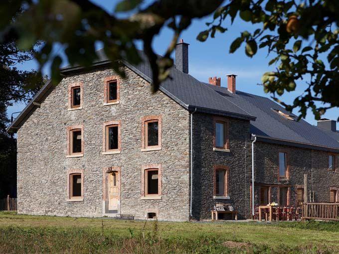Sommerain 64 is een nieuw en heel gezellig vakantiehuis voor grote gezelschappen, gelegen in het hartje van de groene Ardennen.