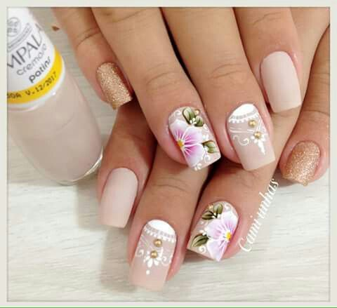 Unha delicada de Cami unhas. Sensitive nail by Cami unhas. Uña sensible por Cami unhas. Unghie sensibili di Cami unhas.