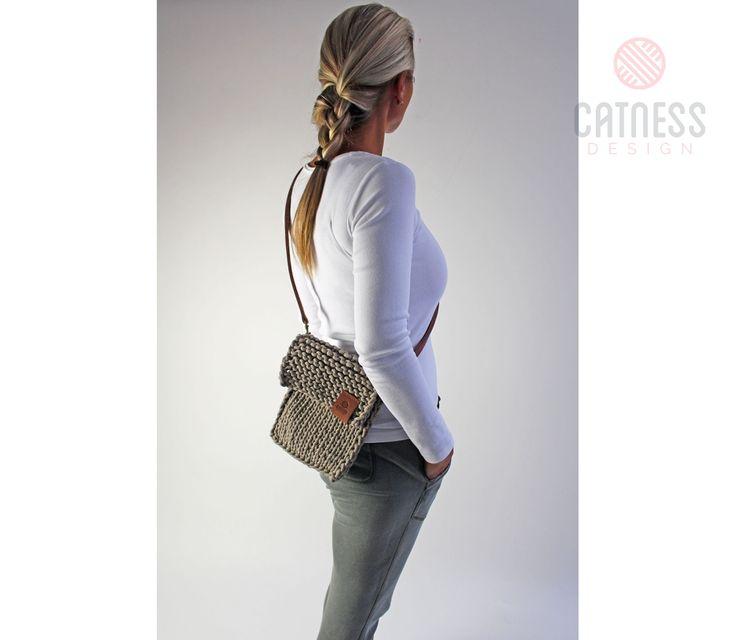 Hand-knitted crossbody bag B141 beige | CatnessDesign