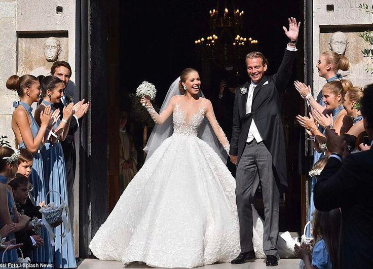 Свадебное платье Виктории Сваровски оправдало ожидание гостей  #свадьба #Сваровски #Swarovski