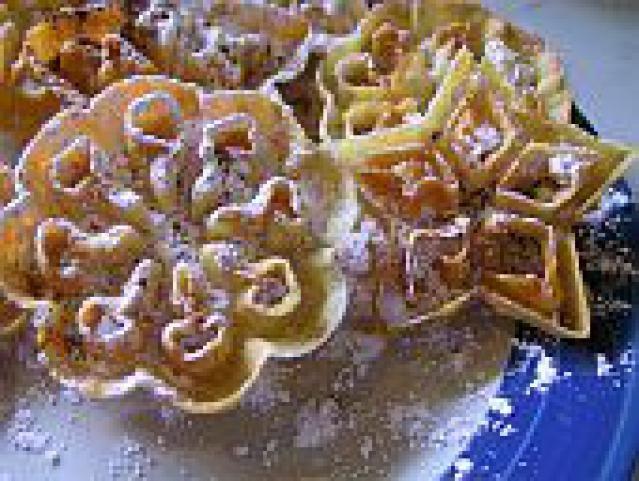 Freshly fried Rosette Cookies - photo ©Kari Diehl, licensed to About.com