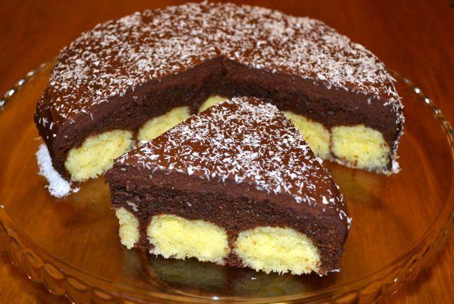 Reteta culinara Desert prajitura cu ciocolata si bile de cocos din categoria Prajituri. Specific Romania. Cum sa faci Desert prajitura cu ciocolata si bile de cocos