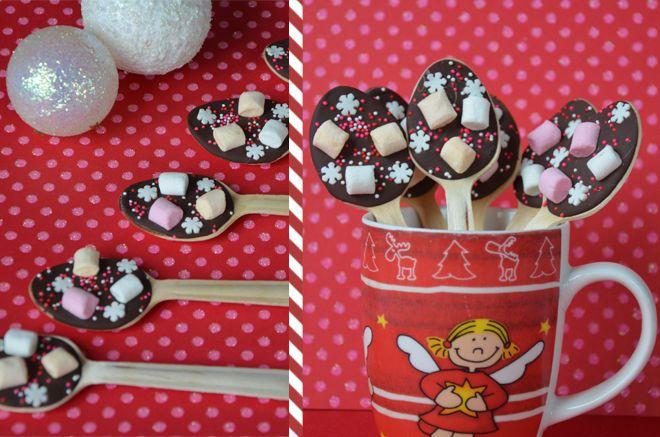 Petites cuillères en chocolat avec de la guimauve pour faire des chocolats chauds. De vrais cadeaux gourmands originaux à offrir pour les fêtes de Noël !