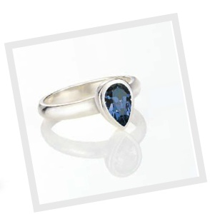 Sometimes all you need is a touch of glamour to make you look and feel totally sophisticated - like our Montana Swarovski crystal ring. Even though its midnight blue shade is quite formal, this ring will beautifully dress-up a daytime denim look.