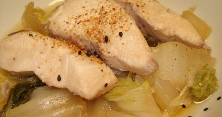 白菜をたっぷり頂きませんか?寒い季節にぴったりです。油なしでヘルシー、あっと言う間のスピード料理。フライパンでお手軽に。 #Whitefish #nappa #白身魚 #白菜