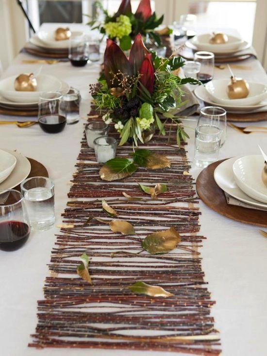 Make a Rustic Twig Table Runner HGTV. Precioso camino de mesa, con ramas u hojas alargadas. Undetalle elegante y acogedor.