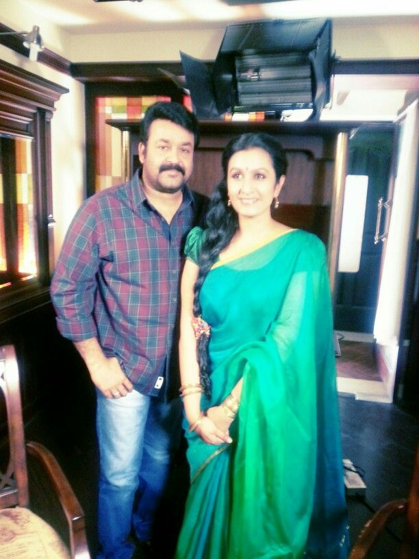 In another #mathra saree ! Fan+host moment with lalettan