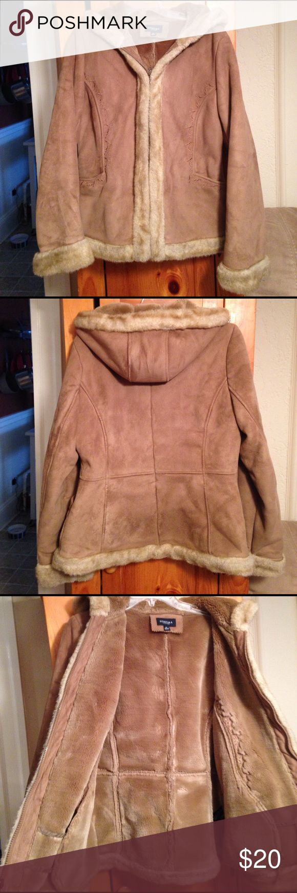 SONOMA FAUX FUR HOODED COAT Women's M Excellent pre-owned condition SUPER CUTE & WARM faux fur hooded jacket coat by SONOMA. Size women's M. Polyester/acrylic blend. Two outer pockets. Full front zip closure. NO FLAWS! Sonoma Jackets & Coats