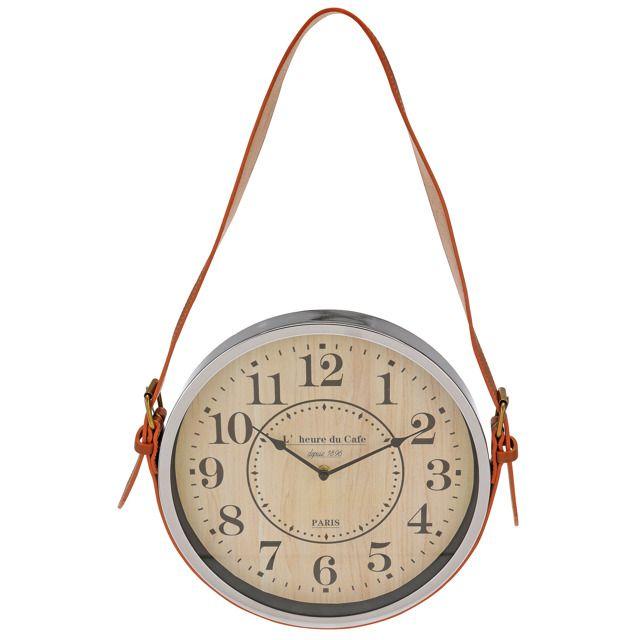 Klasyczny zegar z przejrzystymi i dużymi cyframi oraz napisem Paris. Oryginalny design z ozdobnym paskiem skórzanym. Z pewnością świetnie wpasuje się do każdego pomieszczenia - pokoju gościnnego, salonu, biura, sypialni itp. Wyposażony w wygodne i proste w użyciu pokrętło, które pozwoli w łatwy sposób nastawić aktualny czas. Z tyłu uchwyt do zawieszenia na haku. Ø 30 cm