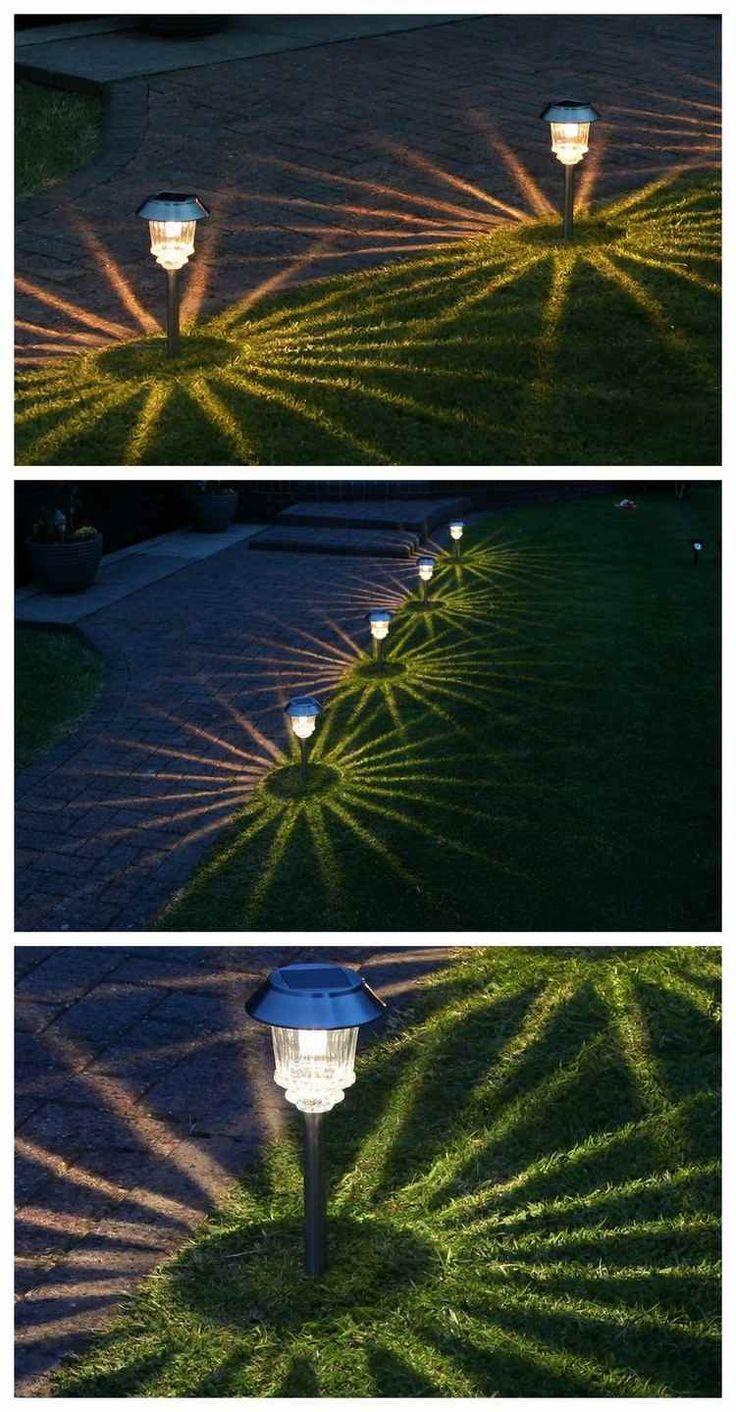 Solar Pollerleuchten entlang dem Garten Gehweg