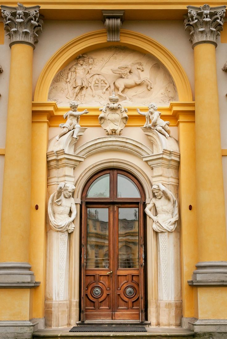 Portal of the southern wing of the Wilanów Palace with Lubomirski coat of arms (Szreniawa) of Elżbieta Sieniawska by Giovanni Spazzio, Johann Sigmund Deybel and Jan Jerzy Plersch and the scene of Perseus killing Medusa by Francesco Fumo, 1729