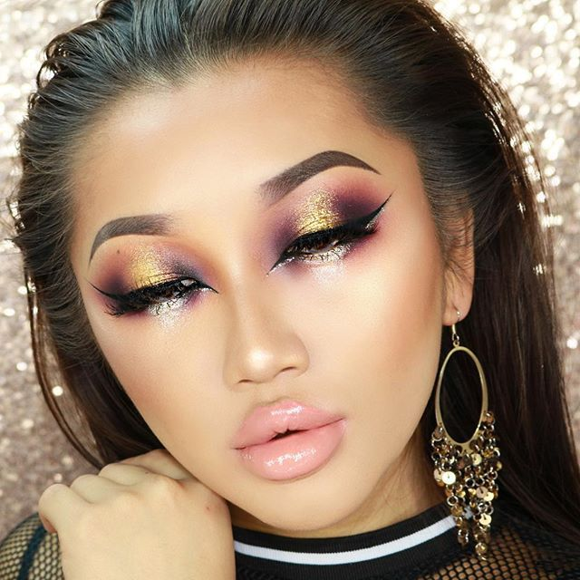 Purple x Metallics.  Products used: @anastasiabeverlyhills Dipbrow Pomade in Dark Brown @sugarpill Poison Plum eyeshadow @tartecosmetics In the Bloom pallet @doseofcolors Lucky Star, Disco Eyedeal Duo  @nyccosmetics Black liquid liner  @lillyghalichi @lillylashes Mykonos lashes @urbandecaycosmetics Midnight cowboy glitter liner @limecrimemakeup Prairie liquid lipstick @nyxcosmetics_uk @nyxcosmetics Intense butter gloss in Tres Leches @sleekmakeup Cream Contour stick in Medium…