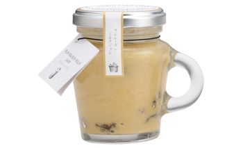 ノースファームストック(NORTH FARM STOCK)のラムレーズンミルクジャム。北海道産のミルクたっぷりのミルクジャムに、ラム酒の香りとレーズンの甘味がバランス良い、ちょっとオトナのミルクジャム。持ち手のある瓶もキュート。