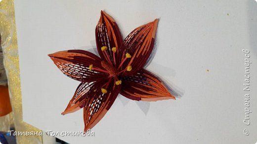 Это цветы для будущей картины в технике петельчатый квиллинг или квиллинг на гребне. Для изготовления потребуется: полосочки бумаги шириной 3 мм для самого цветка, бумага шириной 1.5 мм для сердцевины, клей пва, гребень, крашеная манка,горячий клей для сборки цветка, терпение и хорошее настроение. фото 9