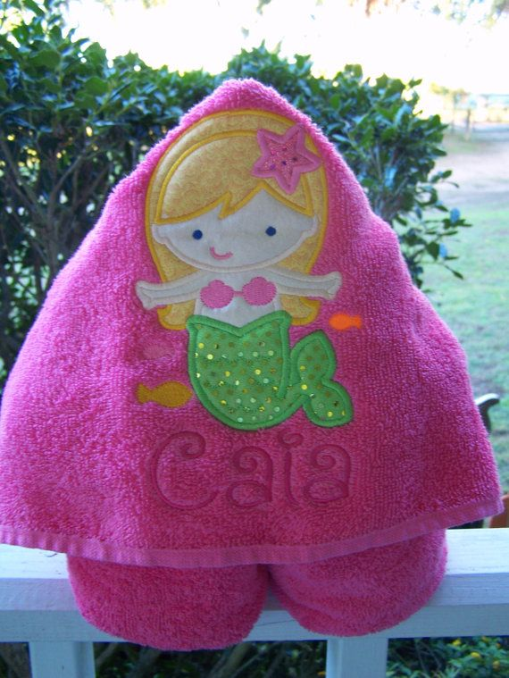 Mermaid Kids Hooded bath towel. Personalized Hooded bath towel. beach towel. baby shower. baby/toddler/child bath towel