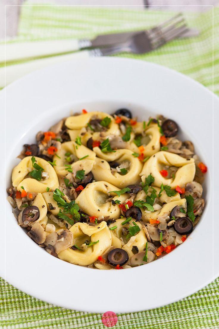 Tortelloni z sosem pieczarkowym czyli #przepis na szybki #obiad. Prosty przepis na danie jednogarnkowe.  http://dorota.in/tortelloni-z-sosem-pieczarkowym/  #food #kuchnia #recipe