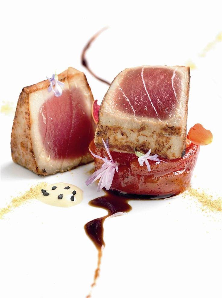 Atún semicrudo sobre fritura de tomate y vainilla. #Cantabria #Spain #Travel…