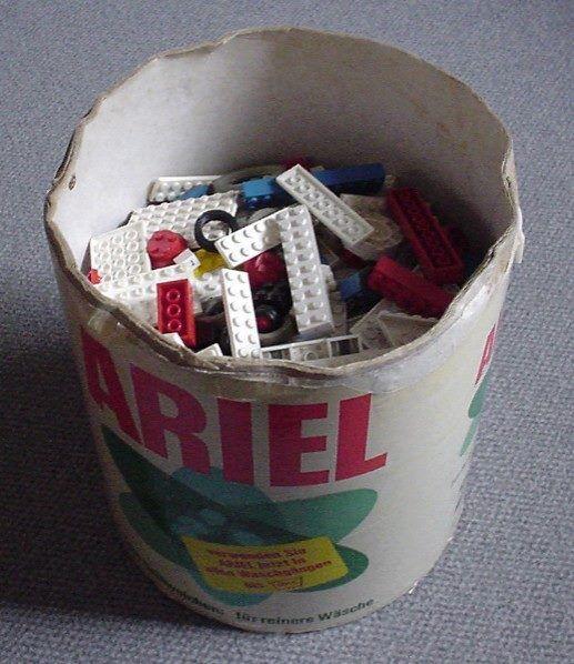 Ja, in een oude kartonnen waston kon de lego bewaard..