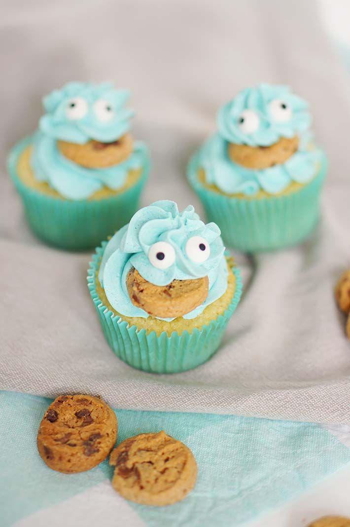 Te leuk voor een kinderfeestje, met deze cookie monster cupcakes (met echt koekje) maak je zeker indruk op de kinderen en ze zijn nog makkelijk ook!