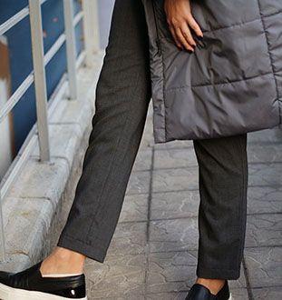 Мы говорили вам, что наши вещи отлично сочетаются? На фото утепленное пальто-куртка и зауженные  брюки из 100% шерсти. Слипоны не наши) @lapti Заказать пальто и брюки можно в Direct, Viber…