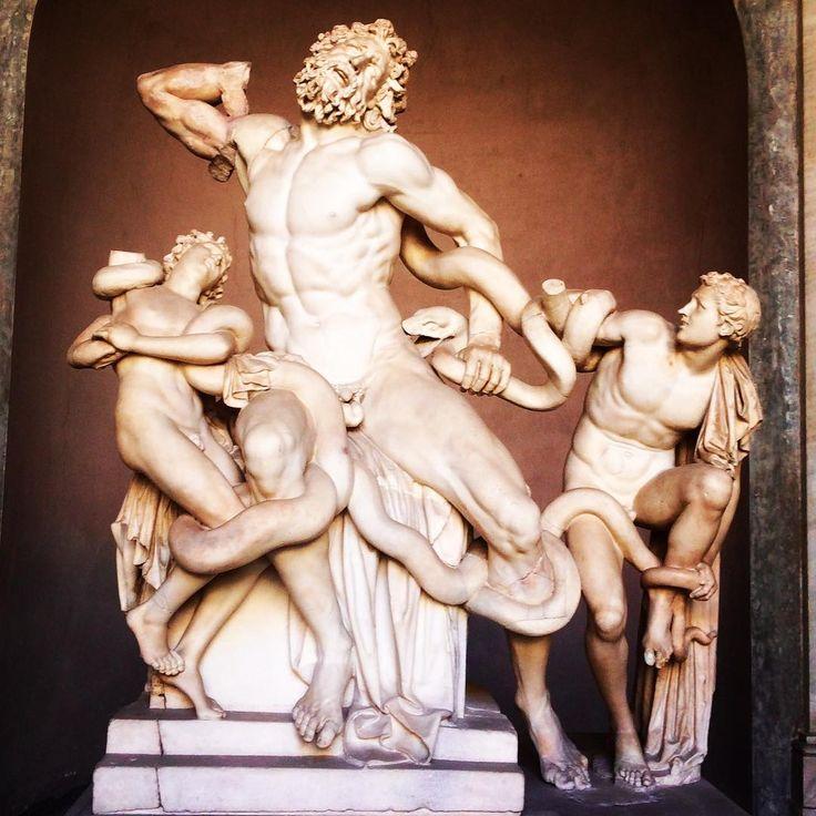 """Laocoonte. Museos Vaticanos - Italia.  """"Timeo Danaos et dona ferentes"""" (Desconfío de los dánaos (griegos) incluso cuando traen regalos): Juan Carlos Gómez (@jcgomvar) en Instagram."""