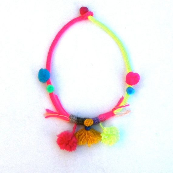 pompons necklace